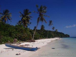 830_Tomia-05_Hunduai-Beach_P8120184_P1018713.jpg